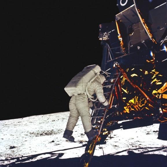maanlanding, Neil Armstrong zet als eerste mens voet op de maan